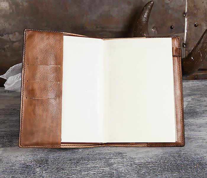 BC194 Ежедневник «Гагарин» в кожаной обложке (A5) фото 10