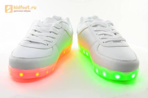 Светящиеся кроссовки с USB зарядкой Fashion (Фэшн) на шнурках, цвет белый, светится вся подошва. Изображение 8 из 29.