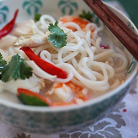 https://static-eu.insales.ru/images/products/1/1249/67151073/tom_kha_noodles.jpg