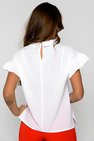 Стильная блузка прямого силуэта. Кокетка по переду на сборке.Спущенная линия плеча с воланом. Застежка горловины на крючке. (Длина по спинке: 44-46=61см; 48=63см; 50=64см; 52=66см;)