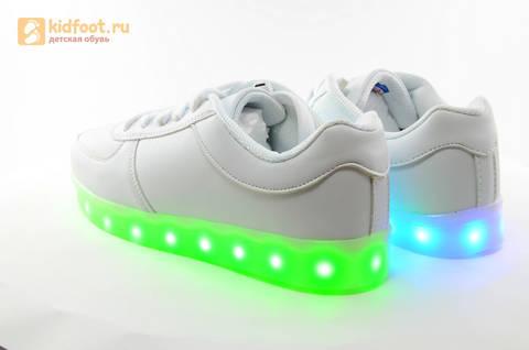 Светящиеся кроссовки с USB зарядкой Fashion (Фэшн) на шнурках, цвет белый, светится вся подошва. Изображение 12 из 29.