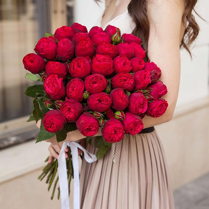 Купить букет 35 кустовая пионовидная красная роза Ред Пиано в Перми