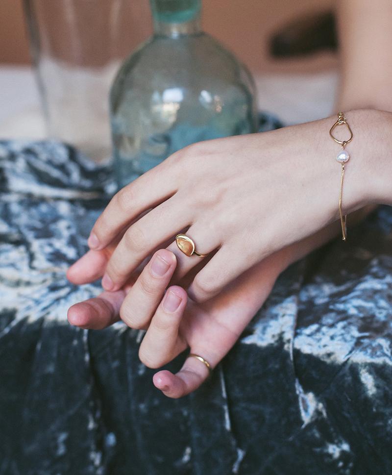 Золотой браслет с жемчужиной