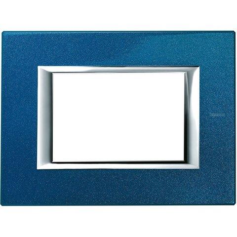 Рамка 1 пост, прямоугольная форма. ЛАКИРОВАННЫЕ. Цвет Сапфир. Итальянский стандарт, 3 модуля. Bticino AXOLUTE. HA4803BM