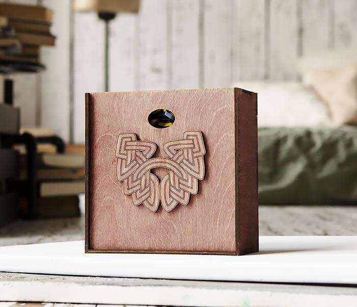 BOX218-3 Коробка для подарков из дерева с логотипом «Борода» (17*17*7 см)