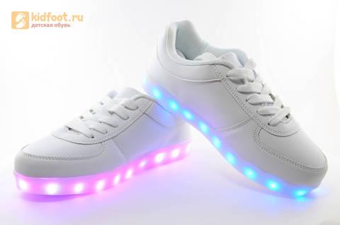 Светящиеся кроссовки с USB зарядкой Fashion (Фэшн) на шнурках, цвет белый, светится вся подошва. Изображение 13 из 29.