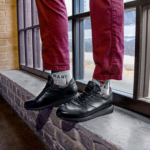 Кожаные кроссовки черного цвета