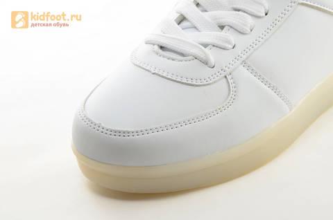 Светящиеся кроссовки с USB зарядкой Fashion (Фэшн) на шнурках, цвет белый, светится вся подошва. Изображение 16 из 29.