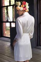 Кремовый шелковый халат-кимоно с кружевом