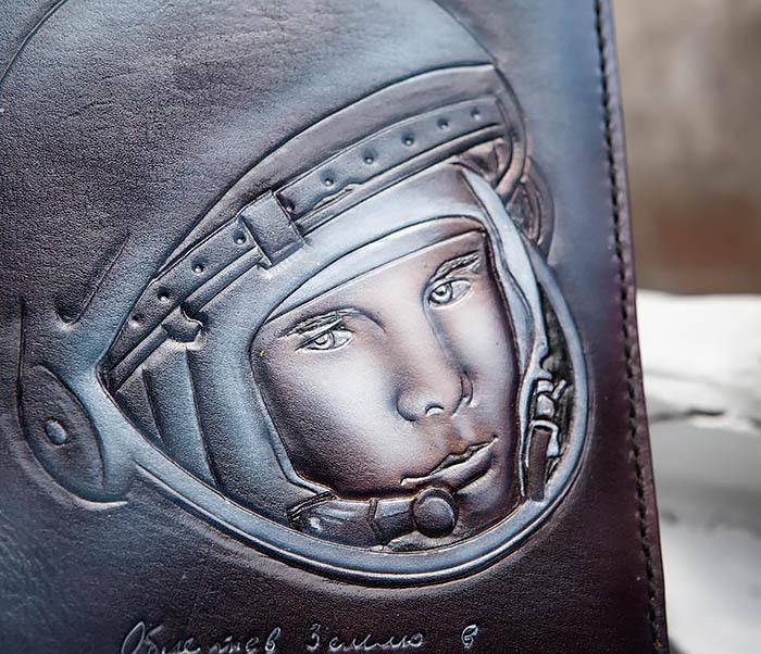 BC202 Подарочный кожаный ежедневник «Гагарин» с художественным раскрасом (A5) фото 05
