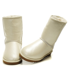 /collection/zhenskie-uggi/product/ugg-classic-short-metallic-white