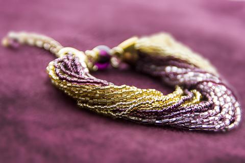 Бисерный браслет, 24 нити, золотисто-фиолетовый