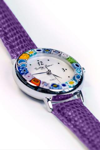 Часы на кожаном фиолетовом ремешке из муранского стекла