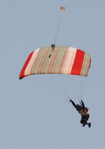 Skylark Scirocco - Основной парашют