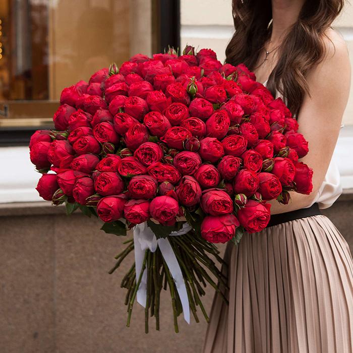 Купить букет 101 кустовая пионовидная красная роза Ред Пиано в Перми