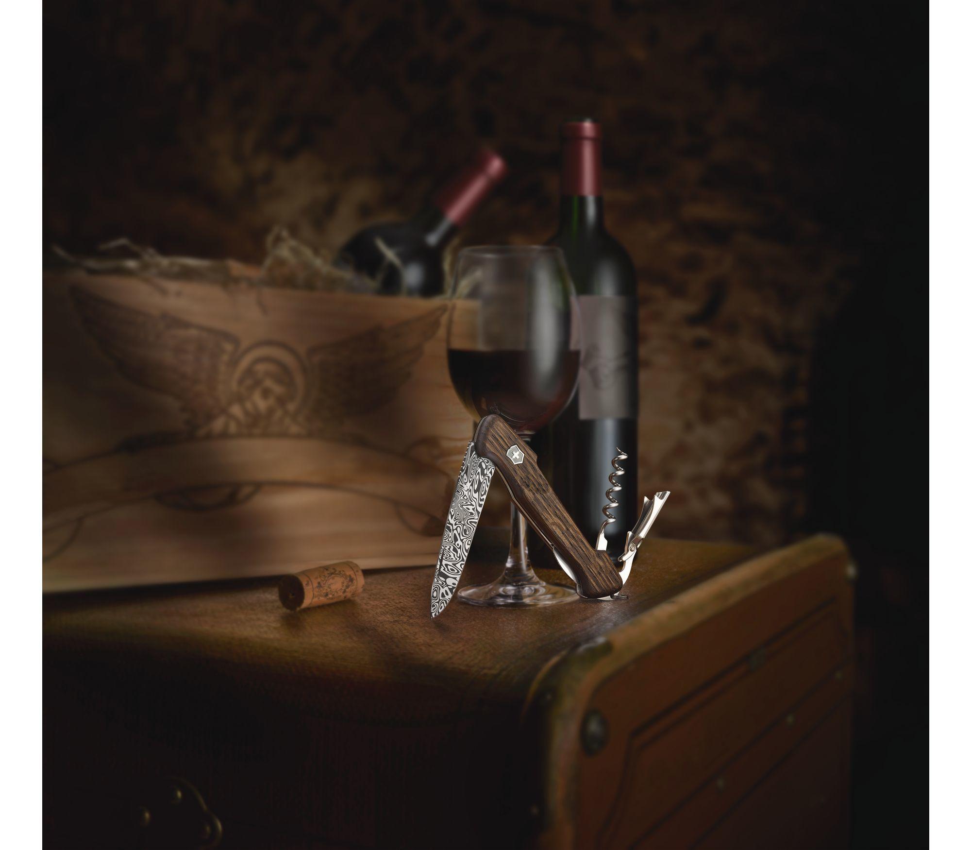 Складной коллекционный нож Victorinox Wine Master Damast Limited Edition 2019 (0.9701.J19) дамасская сталь, лимитированное издание - Wenger-Victorinox.Ru