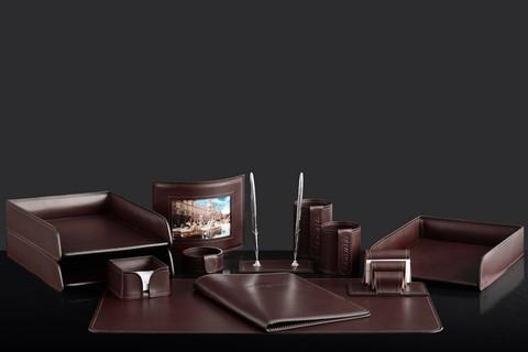 На фото набор на стол руководителя 73317 12 предметов кожа LUX Full Grain цвет