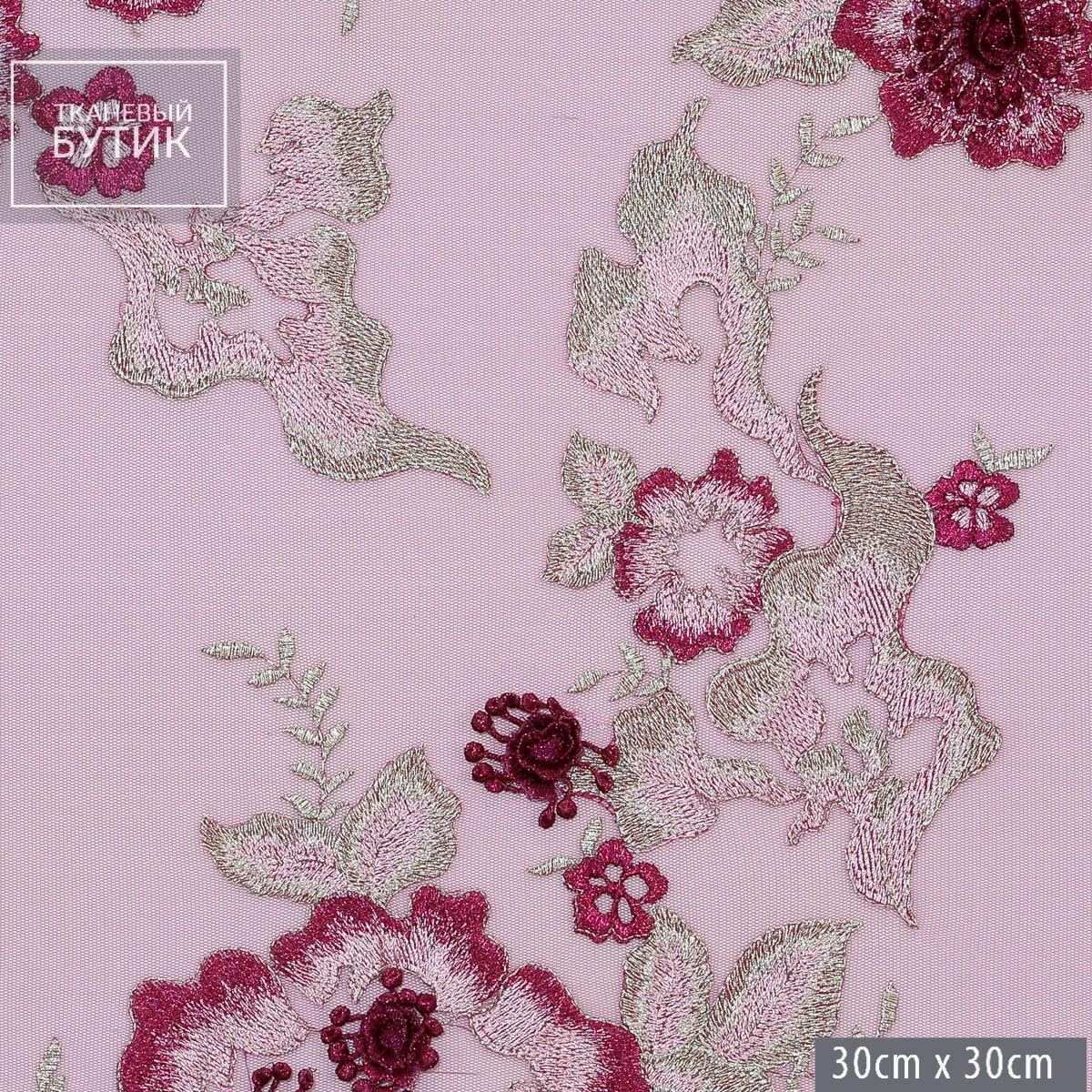 Объемные вышитые цветы в пурпурных оттенках с бордюром