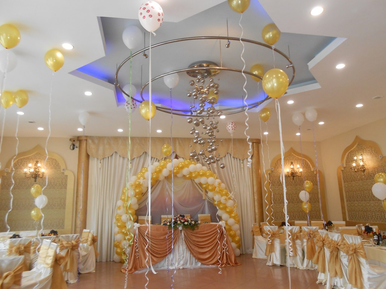Свадьба в золотом цвете шарами