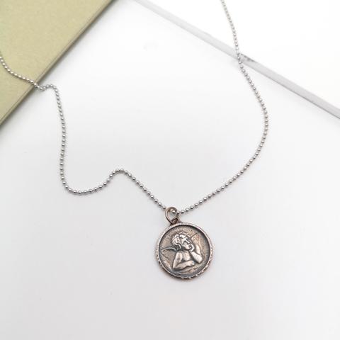 Серебряное колье с подвеской монетка