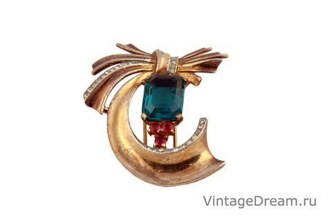 Элегантная серебряная брошь с кристаллом под изумруд от Trifari, 40-е гг.