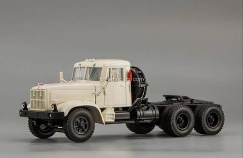 KRAZ-258B1 truck tractor 1987-1993 white 1:43 Nash Avtoprom