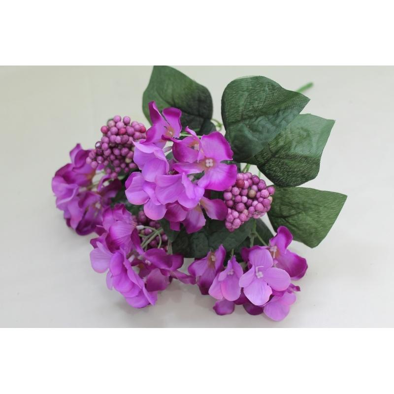 Букет гортензии с ягодной добавкой, 35 цветков, 5-6 см.