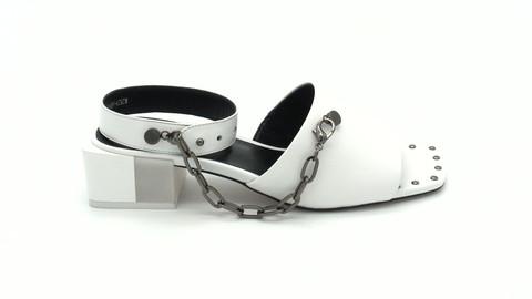 Белые босоножки на устойчивом объемном каблуке с дополнительной фурнитурой