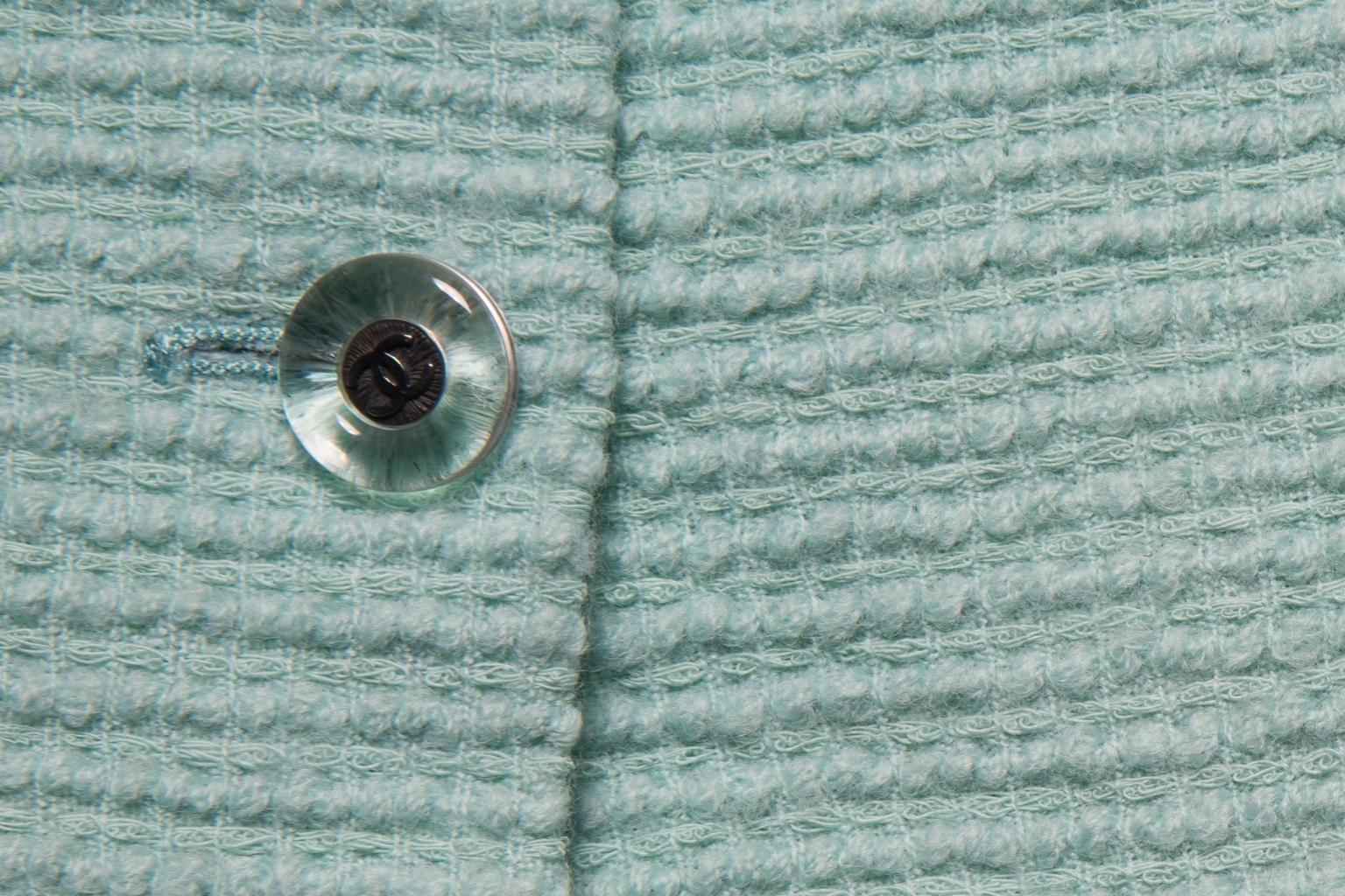 Классическая твидовая юбка мятного цвета от Chanel, 38 размер.