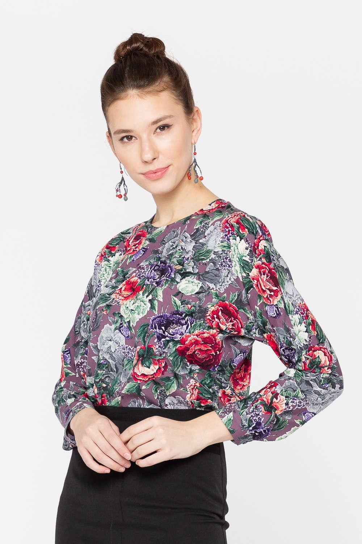 Блуза Г682-787 - Цветущий вид этой блузе, созданной из мягкой вискозы, обеспечил всегда актуальный цветочный принт. Модель выполнена в насыщенном цвете, сразу привлекает к себе внимание и позволяет создать множество интересных образов. Полуприлегающий силуэт дарит комфорт, не сковывает движения. Модель прекрасно сочетается с различными юбками и брюками.