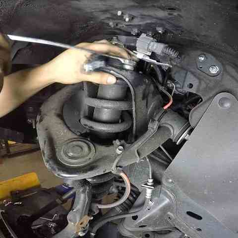 Замена амортизаторов Mitsubishi L200