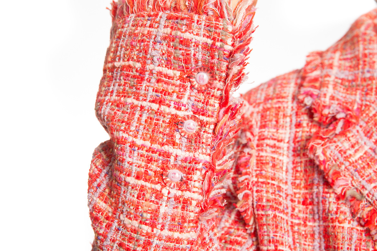 Изысканный красно-розовый твидовый пиджак от Chanel, 44 размер