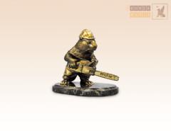статуэтка Бобер Лесоруб с бензопилой