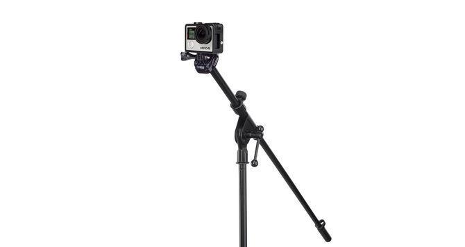 Крепление-адаптер для стойки микрофона GoPro Mic Stand Adapter (ABQRM-001) с камерой на стойке