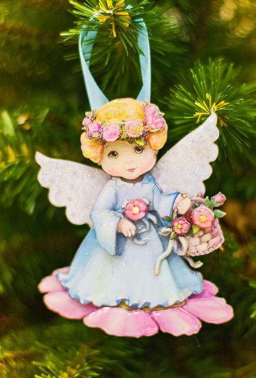 Ангел с цветами новогодняя игрушка на елке