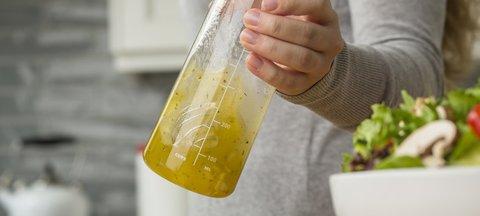 BlenderBottle Whiskware Dressing (Tritan), 600мл Бутылка для взбивания соусов и заправок