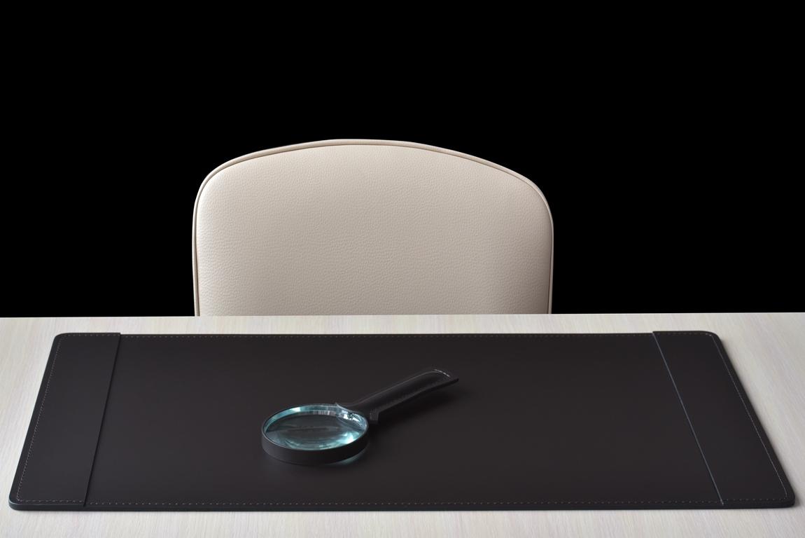 коричневая накладка для стола из кожи с боковыми клапанами