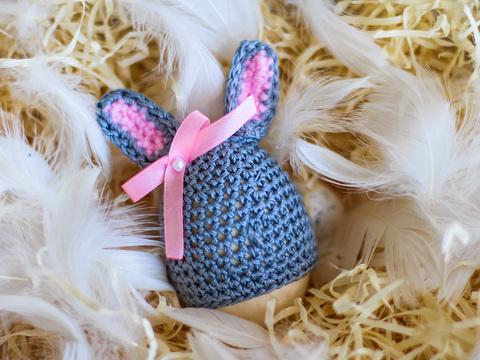 Великодній декор. Шапочка на крашанки - Кролик темно-сірий з рожевими вставками.