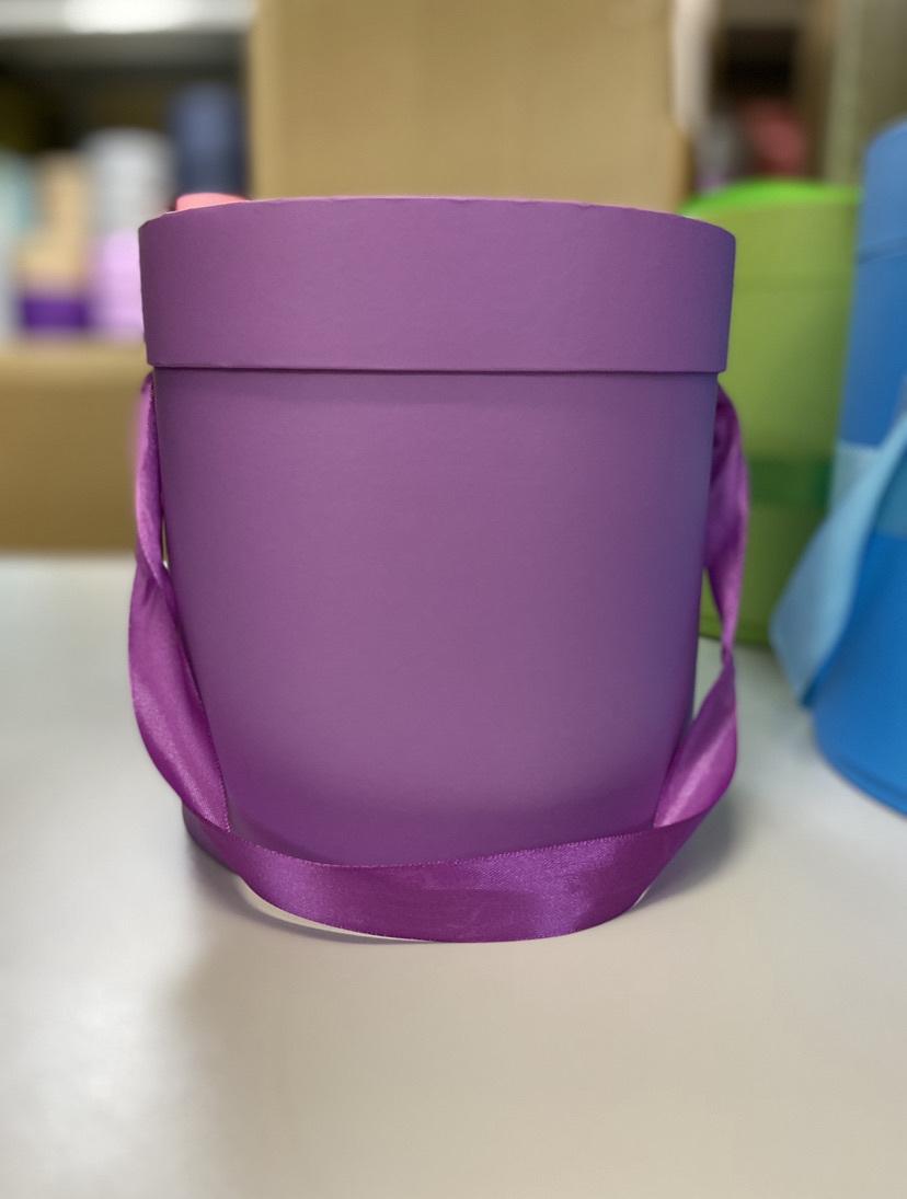 Шляпная коробка эконом вариант 18 см . Цвет: Лиловый  . Розница 300  рублей .