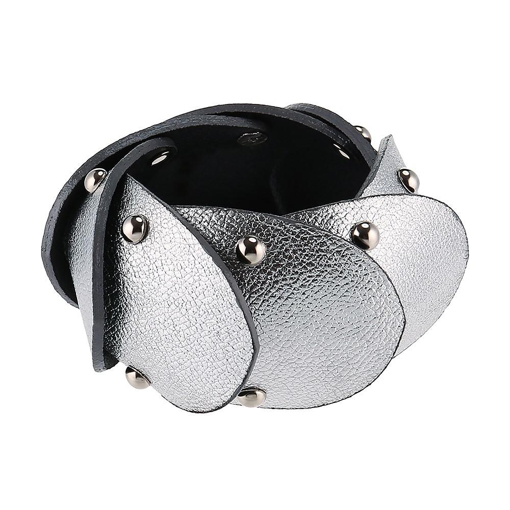 Каскадный кожаный браслет серебристого цвета с заклепками Vilalta Accesorios
