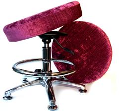 Танцующий компьютерный стул для школьника полной комплектации