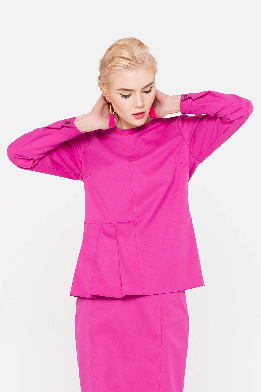 Блуза Г686-194 - Блуза ярко-розового цвета – главный акцент любого образа. Модель полуприлегающего силуэта с длинными рукавами на пуговицах. Интересная деталь дизайна – складки на поясе, акцентирующие внимание на талии. Блуза прекрасно впишется в любой гардероб и идеально дополнит юбки или брюки.