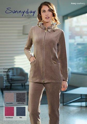 Женский велюровый костюм бежевого цвета