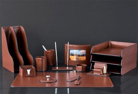 На фото настольный набор руководителя 70819 15 предметов кожа LUX Full Grain цвет