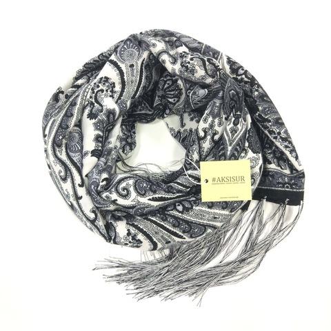 Шарф в черном и белом цвете в Русском стиле