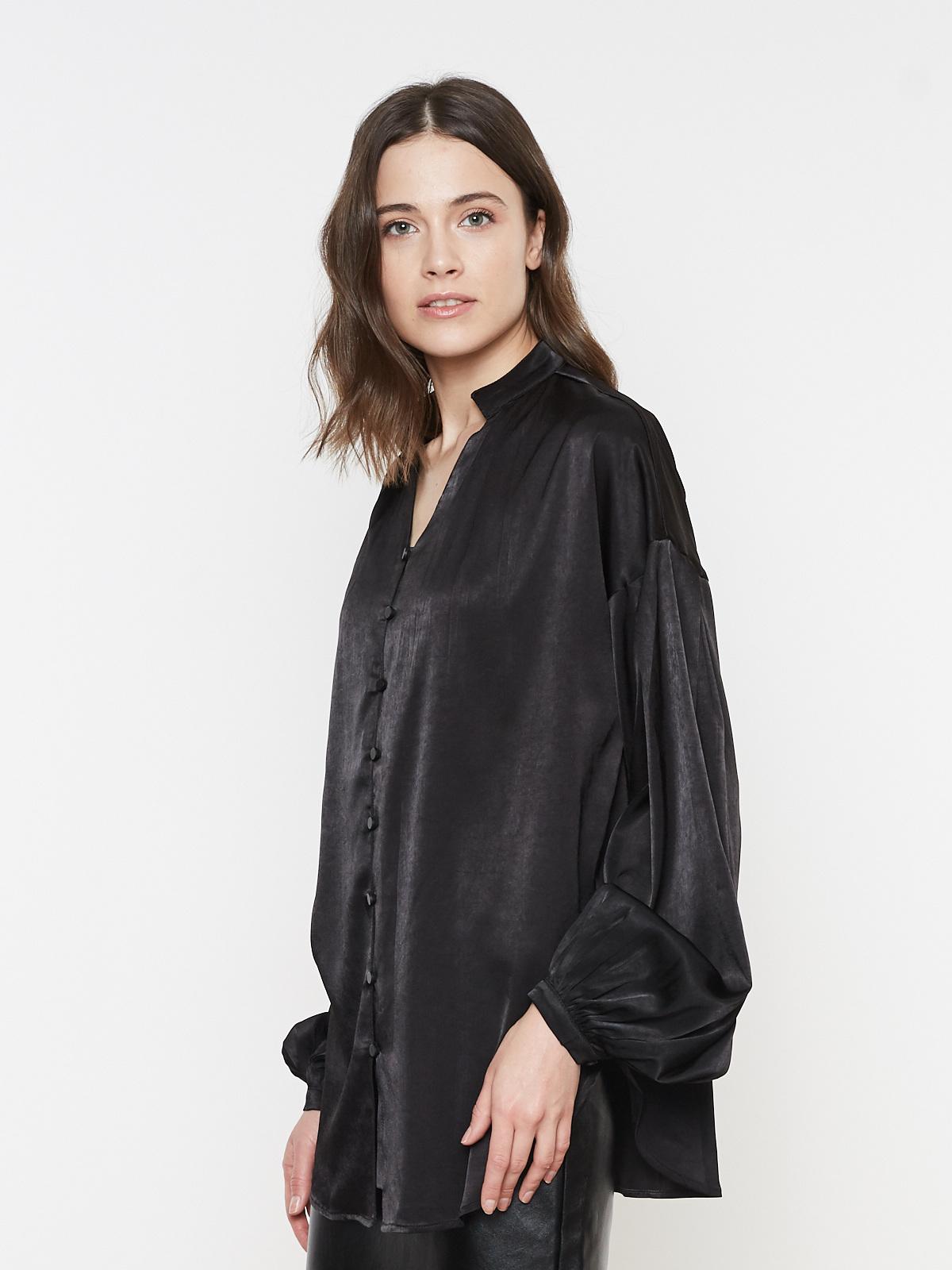 Блуза атласная на пуговицах