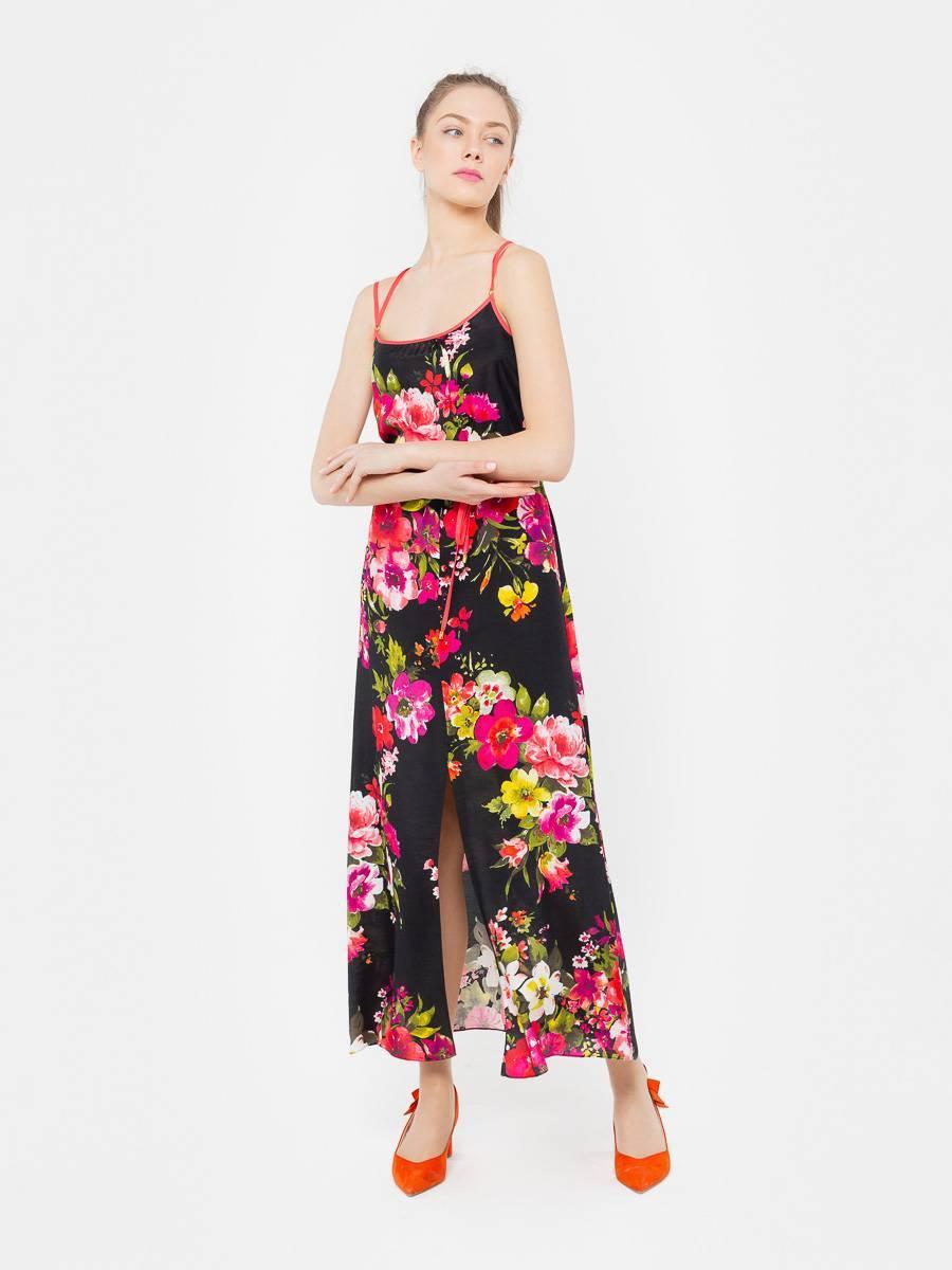 Платье З001-389 - Летний сарафан на тонких бретелях из легкой вискозы. Кулиска на талии позволят регулировать приталенность, глубокий разрез спереди делает модель комфортной при ходьбе.  Незаменимая вещь для летнего отдыха. Легкое платье на бретелях эффектно подчеркнёт плечи, а длина макси вкупе с высоким каблуком сделают вас зрительно выше. Модель можно также сочетать с босоножками на низком ходу, чтобы бесконечные летние прогулки оставили только приятные воспоминания.