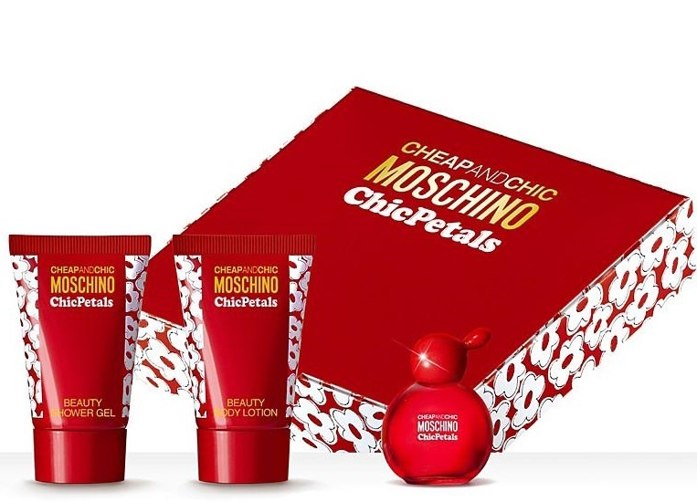 Moschino Cheap & Chic Chic Petals Gift Set