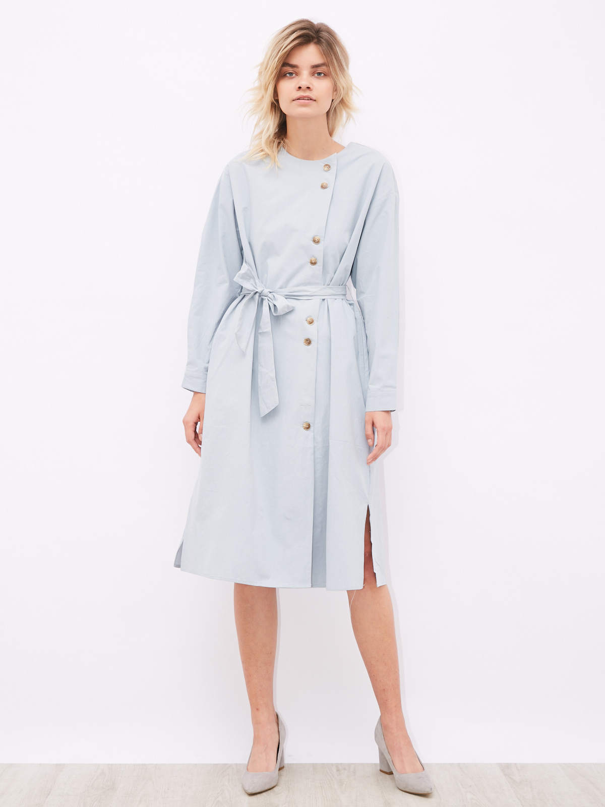Платье с пуговицам сбоку и поясом