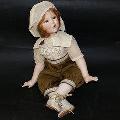 Кукла фарфоровая коллекционная Marigio Antonia в коричневом